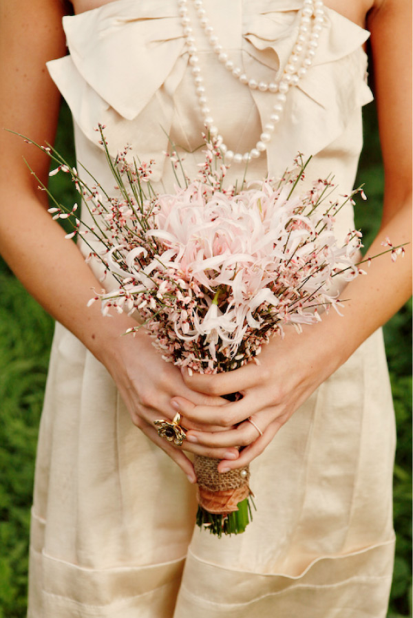 Images Of Simple Wedding Bouquets : Kiss the bride simple bouquet