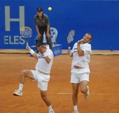 Moças jogando Tênis