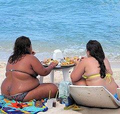 http://1.bp.blogspot.com/_kDdFs4-ho08/SI1GZGDNvwI/AAAAAAAAAUo/RyLNOv1QLiM/s400/fat+women+eating+on+beach.jpg