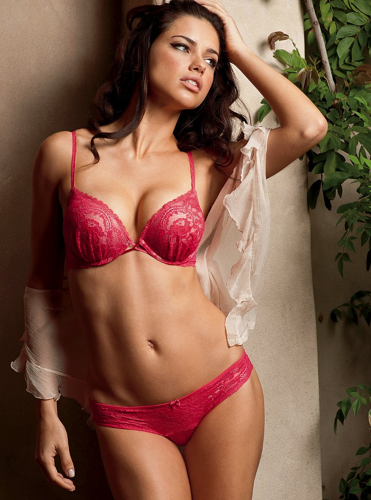 adriana lima 2011 photos. Adriana looks sexy but