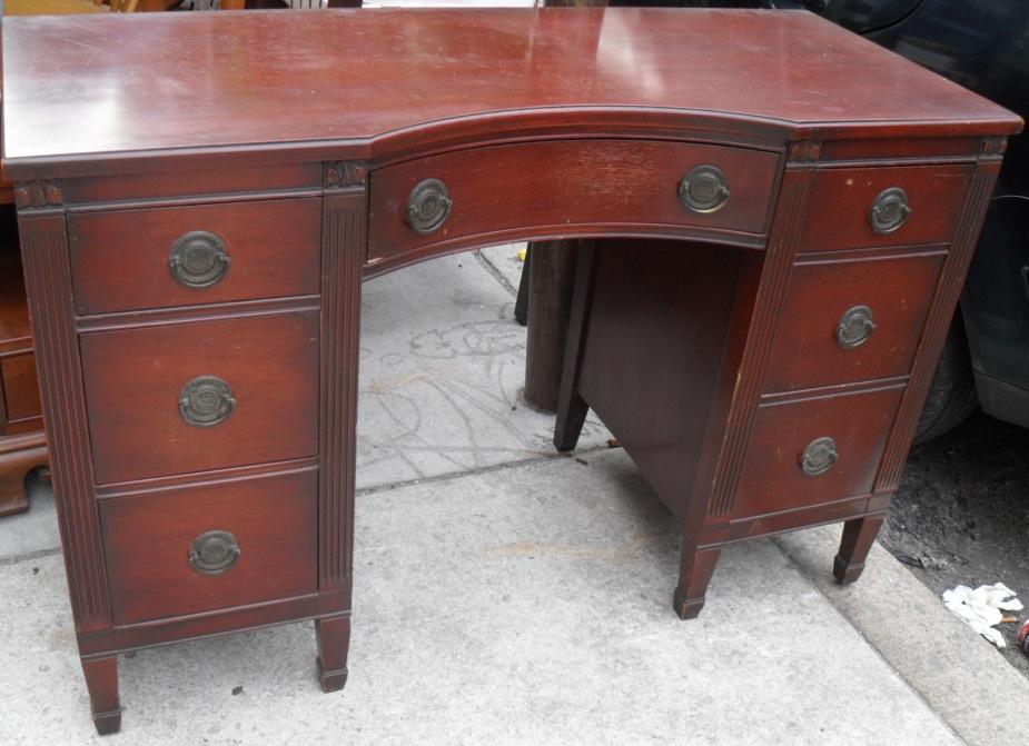 Uhuru Furniture & Collectibles 1940s Mahogany Bedroom Set