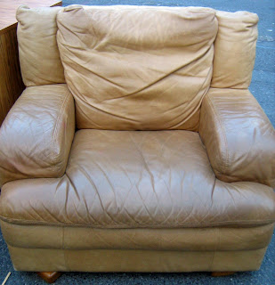 Big comfy leather chair living room best 25 arm chairs for Big comfy leather chair