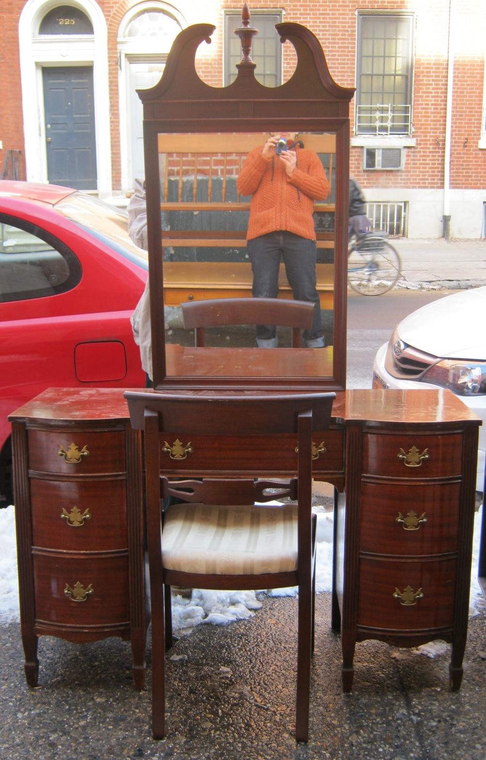 Uhuru Furniture Amp Collectibles 1940s Mahogany Vanity W