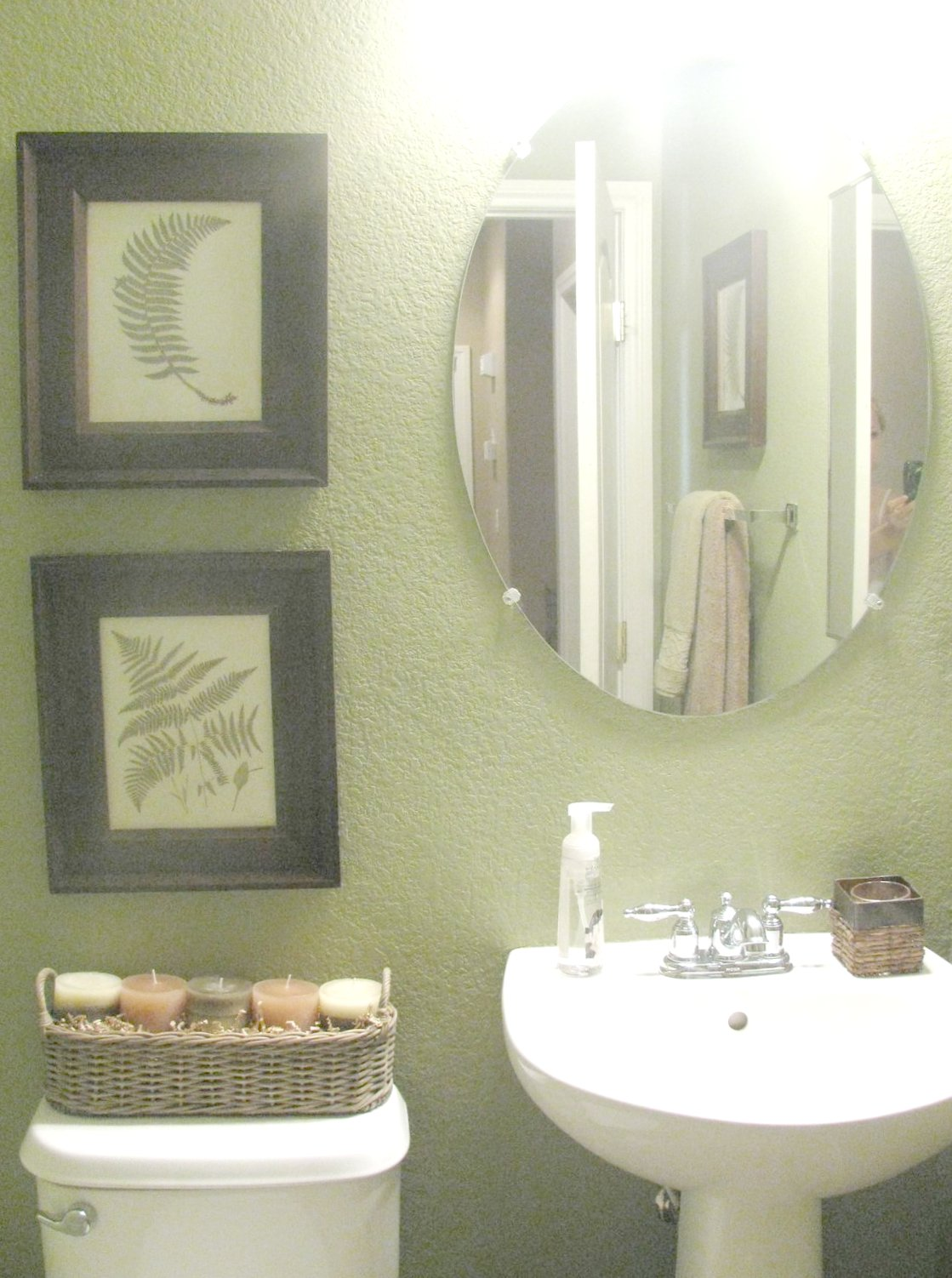 Fern creek cottage green fern bathroom for Green color bathroom design