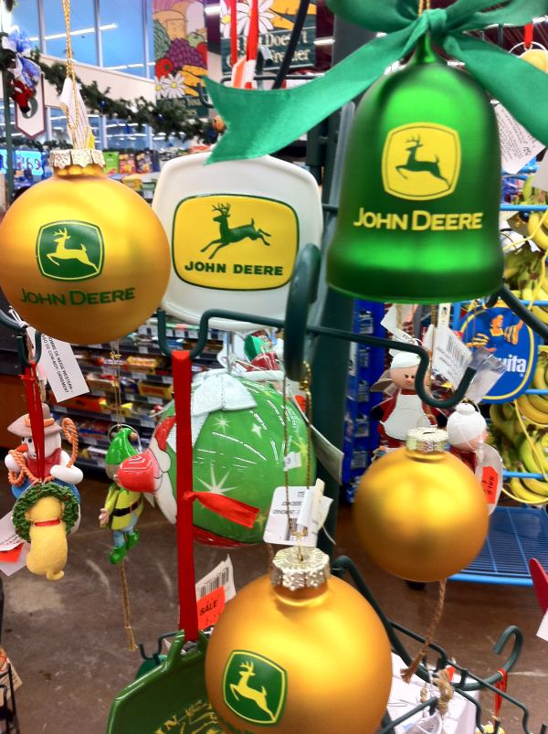 mackalski on marketing: Reigning in Christmas with Deere. The new ...