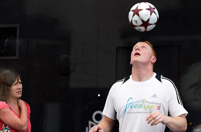 Dan Magness sets 'keepy-uppy' world record,Olympic world record,sport world record,world records 2010