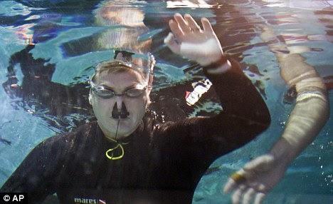 Longest holding breath underwater break world record ...