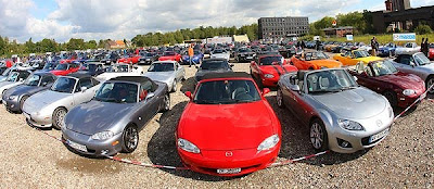 Longest continuous parade of cars, longest continuous MX-5 parade video, Germany longest Mazda MX-5 parade photo, Longest cars parade Guinness world record 2010