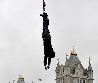 James Field photo, James Field jumping video, Bungee Jump Guinness World Record 2010, James Field Guinness Record 2011, Bungee Jumping Guinness World Record in London, highest Bungee Jump Guinness World Record, Bungee Jumping Guinness Record in UK