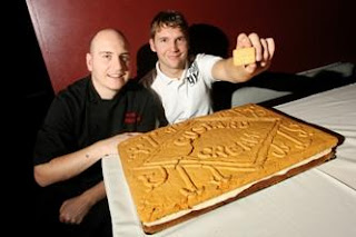 World's biggest custard cream biscuit photo, World's largest custard cream biscuit, 2010 World's biggest biscuit picture, Paul Thacker and Simon Morgan photo, biggest custard cream biscuit Guinness world Record, 2011 World's biggest biscuit