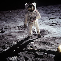 Buzz Aldrin steppin' out!