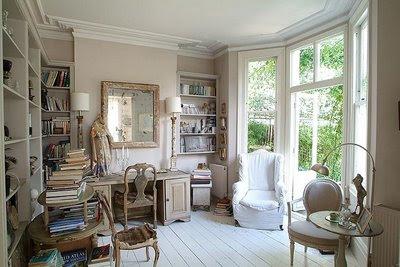 tende vetrate shabby : Regna il romanticismo in questa sala da pranzo nei toni avorio ...