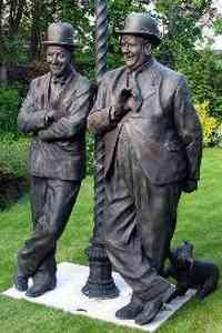 Graham Ibbeson - Statue of Laurel and Hardy (2009)