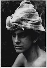 Fernando se puso una toalla vieja en la cabeza y se convirtió en Kim de la India