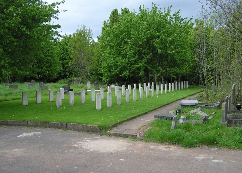 [800px-Arnosvale.war.graves.arp]