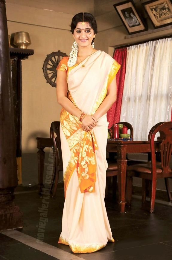 [Anushka-Panchakshari-Movie-Stills-Photos-03.jpg]