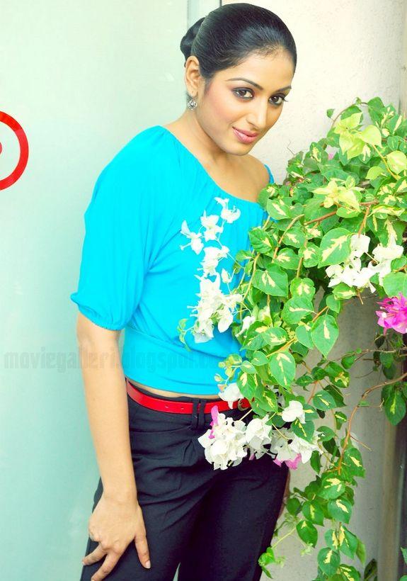 [Padmapriya-Latest-hot-pics-photos-stills-pictures-09.jpg]