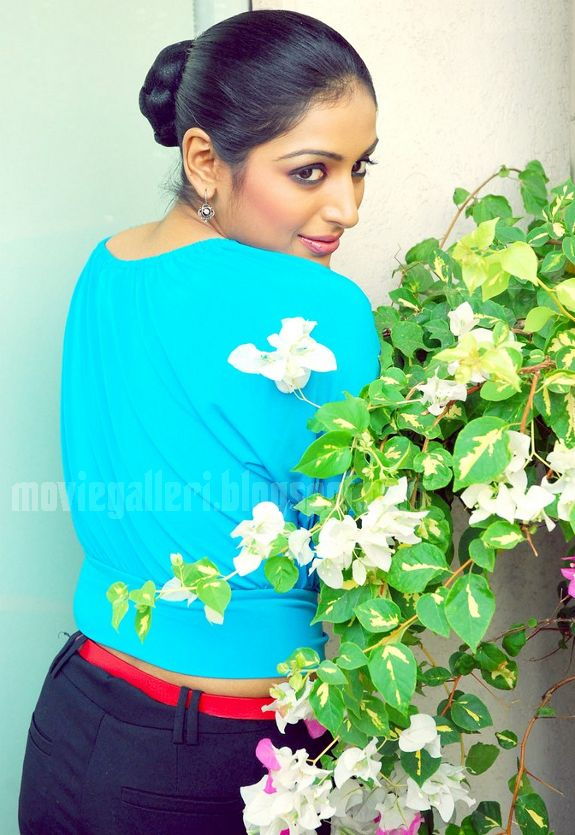 [Padmapriya-Latest-hot-pics-photos-stills-pictures-01.jpg]