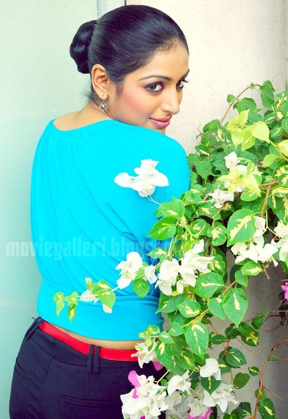 [Padmapriya-Latest-hot-pics-photos-stills-pictures-01.jpg]