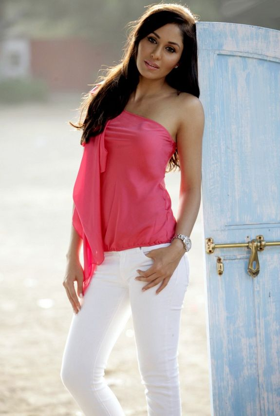 [actress-pooja-chopra-miss+india-2009-stills-06.jpg]