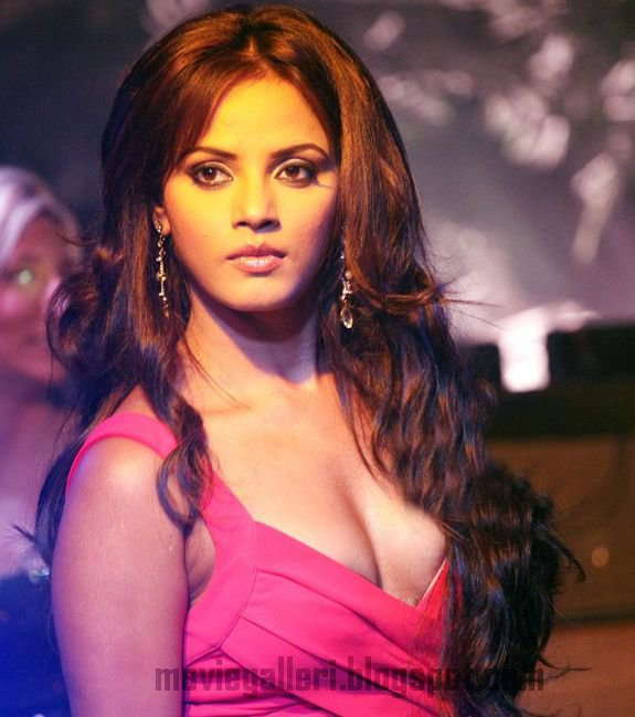 [neetu-chandra-latest-hot-swimsuit-bikini-stills-06.jpg]