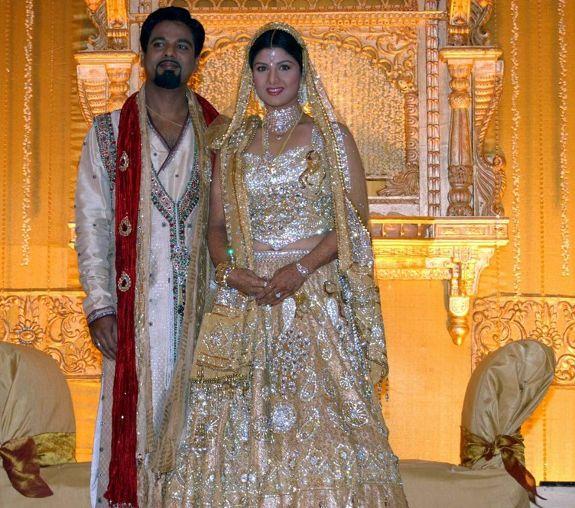 http://1.bp.blogspot.com/_kLvzpyZm7zM/S8LDRR3fcmI/AAAAAAAAJU8/oOLtt2cqXhI/s1600/rambha_wedding_marriage_reception_photos_pictures_04.JPG