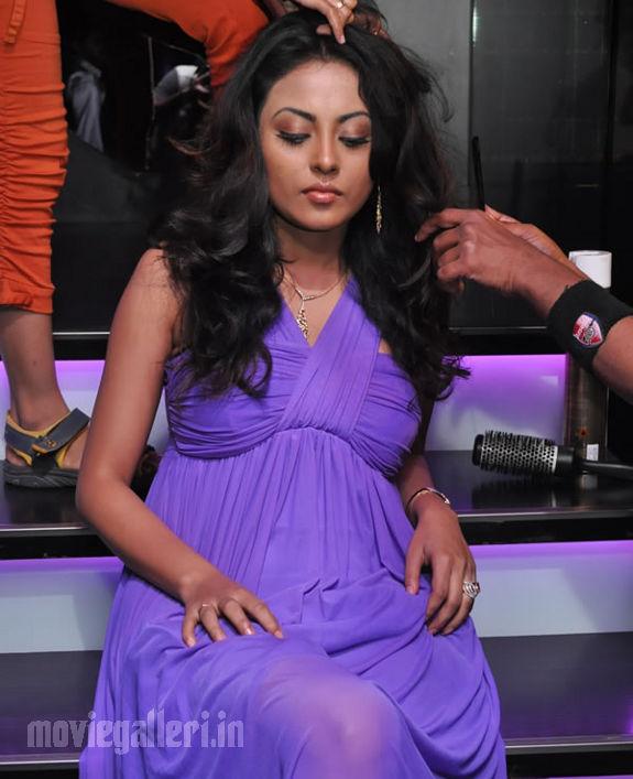 http://1.bp.blogspot.com/_kLvzpyZm7zM/S8VZSITxLPI/AAAAAAAAJi8/dhoLZKYHX_4/s1600/Tamil_actress_Meenakshi_Hot_Photo_Shoot_images_02.jpg