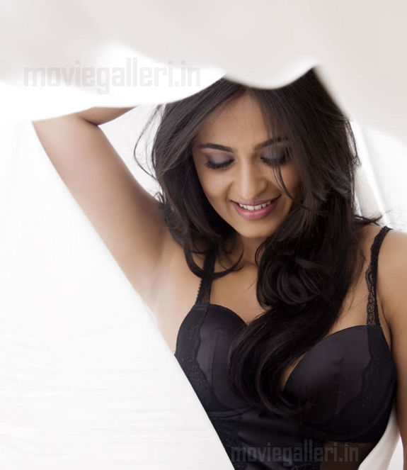 http://1.bp.blogspot.com/_kLvzpyZm7zM/S8cfUjVJ9yI/AAAAAAAAJoM/-u44mTbnyvk/s1600/anushka_shetty_hot_photo_shoot_stills_images_pics_08.jpg