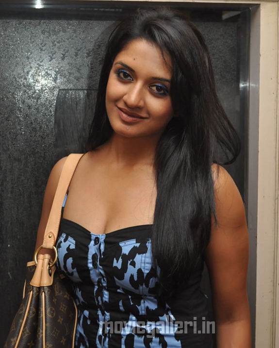 http://1.bp.blogspot.com/_kLvzpyZm7zM/S9hFlIreBrI/AAAAAAAAKvk/zF6SDTGzGD0/s1600/vimala-raman-hot-photos-pics-stills-wallpapers-images-01.jpg