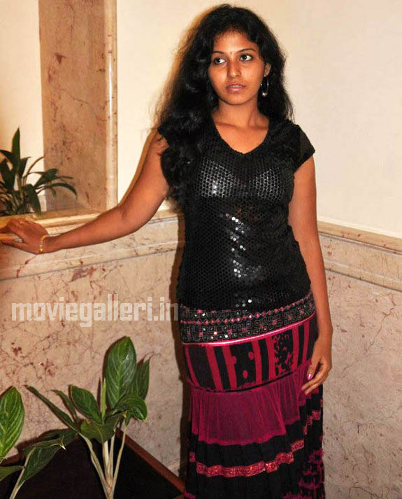 http://1.bp.blogspot.com/_kLvzpyZm7zM/S9hNIEOKD_I/AAAAAAAAKv0/Adaowhjuomo/s1600/tamil-actress-anjali-hot-stills-photos-pics-05.jpg