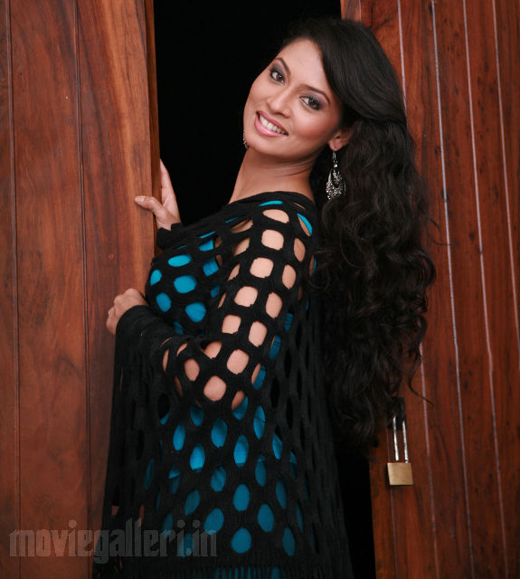 http://1.bp.blogspot.com/_kLvzpyZm7zM/S9l-rFqR8JI/AAAAAAAAKzU/QGVct2cBpfg/s1600/tamil-actress-pooja-umashankar-hot-photos-pics-wallpapers-01.jpg