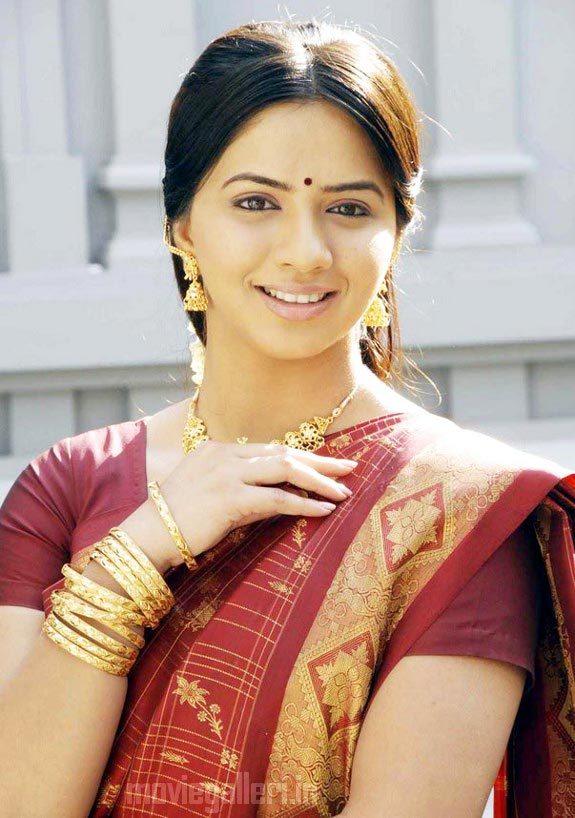 http://1.bp.blogspot.com/_kLvzpyZm7zM/TDVus_CiF1I/AAAAAAAARMQ/USDSCibqVYI/s1600/thaa_movie_actress_nisha_stills_05.jpg