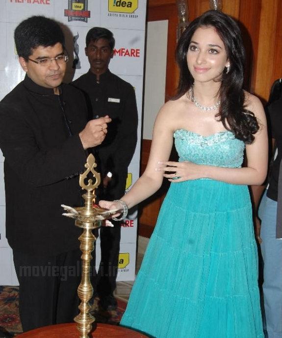 http://1.bp.blogspot.com/_kLvzpyZm7zM/TDVv4iYnE0I/AAAAAAAARNo/tYWV0fmW79g/s1600/Tamanna_Filmfare_Awards_Stills_04.jpg