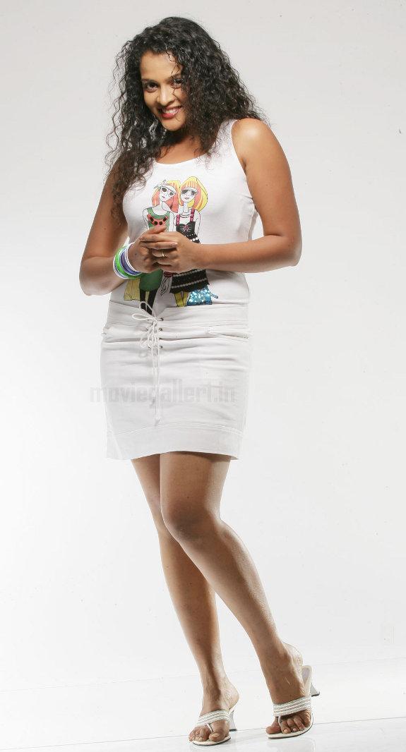 http://1.bp.blogspot.com/_kLvzpyZm7zM/TE0EB94WvHI/AAAAAAAATb4/k1vU2wfWA84/s1600/actress_sonia_deepti_photo_shoot_06.jpg