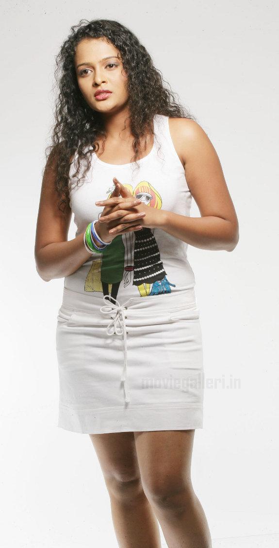 http://1.bp.blogspot.com/_kLvzpyZm7zM/TE0EYaSY2WI/AAAAAAAATcw/aY1iMNZdBow/s1600/actress_sonia_deepti_photo_shoot_01.jpg