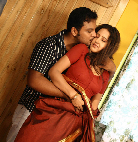 http://1.bp.blogspot.com/_kLvzpyZm7zM/TEbGDEc80wI/AAAAAAAASzo/dJsqriaJYcc/s1600/shanthi_movie_hot_stills_gallery_images_02.jpg