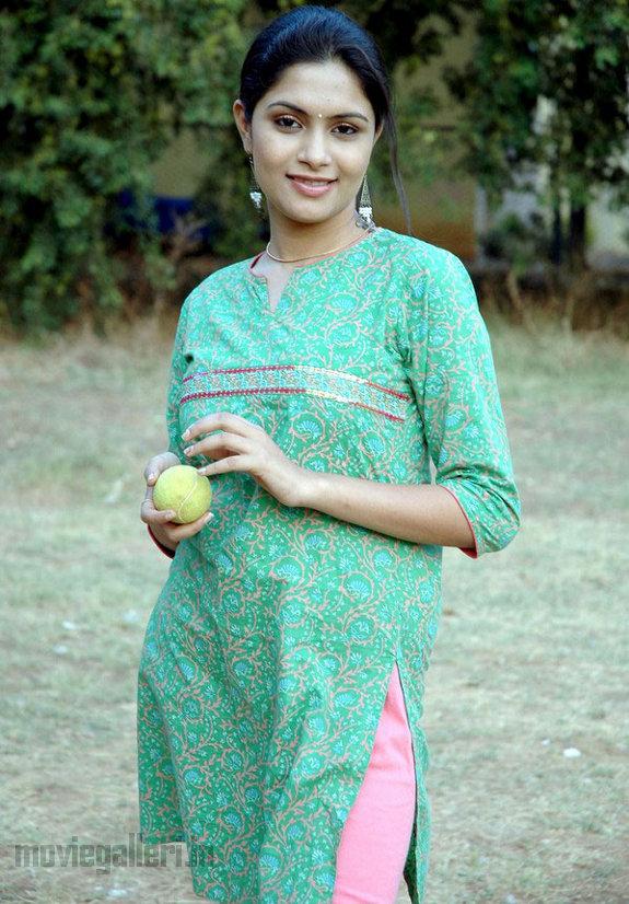 http://1.bp.blogspot.com/_kLvzpyZm7zM/TEfxOM93CKI/AAAAAAAAS7w/0n87UDKt2Ko/s1600/Actress_Sonu_Chandrapaul_Stills_09.jpg