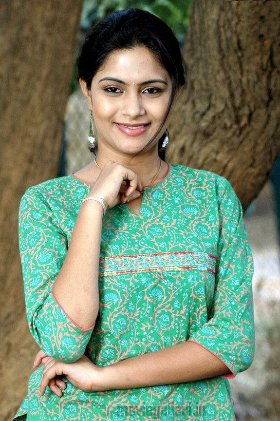 http://1.bp.blogspot.com/_kLvzpyZm7zM/TEfxdERPExI/AAAAAAAAS8Q/619ClqAU-44/s1600/Actress_Sonu_Chandrapaul_Stills_05.jpg