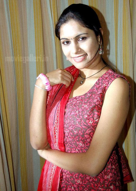 http://1.bp.blogspot.com/_kLvzpyZm7zM/TEfxdTAyyjI/AAAAAAAAS8Y/lcYPZpgmRQQ/s1600/Actress_Sonu_Chandrapaul_Stills_04.jpg