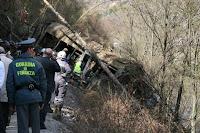 Treno deraglia per frana nel Meranese: 9 morti