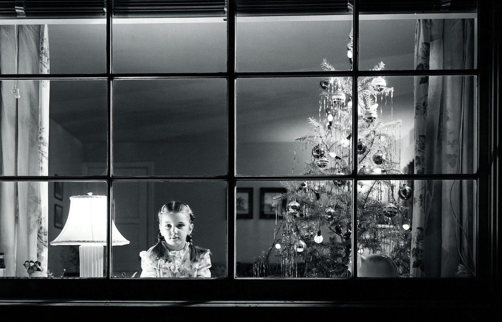 http://1.bp.blogspot.com/_kOXCCHqjAis/TRTSJjlwn9I/AAAAAAAAAbk/Gjb7mz-wgUk/s1600/christmas-eve-tree-silver.jpg