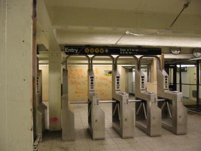 """Die Grafik """"http://1.bp.blogspot.com/_kOa5tJowREQ/SJF47AsNcMI/AAAAAAAAAHM/pze1n0JtIlc/s400/ny_subway_turnstile.jpg"""" kann nicht angezeigt werden, weil sie Fehler enthält."""