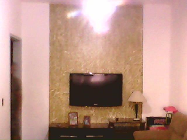 Rodrigo Pinturas Painel de textura em sala de TV