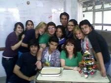 Compartiendo una torta de mi factoría con mis alumnos