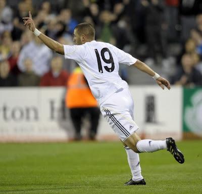 http://1.bp.blogspot.com/_kR5ItneToBY/SmWzgOdhtGI/AAAAAAAABeE/J5jD81yNqOc/s400/Karim+Benzema+first+match+photo+03.jpg