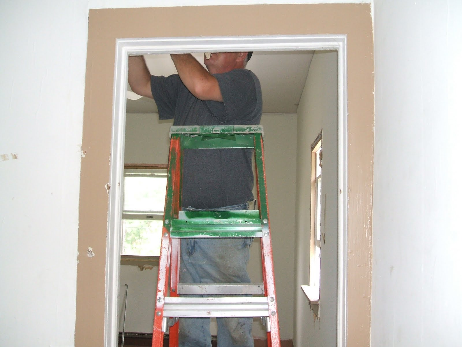 http://1.bp.blogspot.com/_kTkXC42XQPk/TIjf7-BrzaI/AAAAAAAAAq0/S6_YdxhgUSA/s1600/Home+Remodeling+Project++-+Spare+Room+Wallpaper+Remove+Trim.JPG