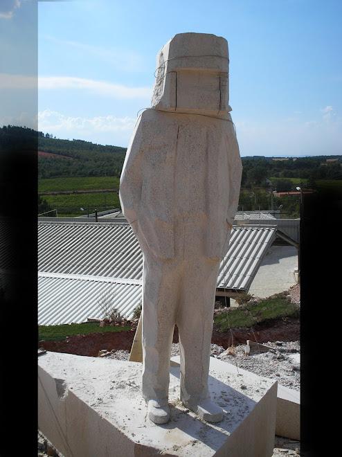 Monumento ao imigrante uma das fases.