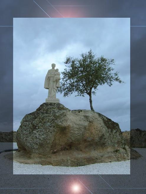 Escultura em granito com1.80cm de altura