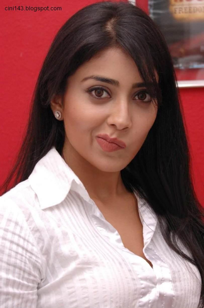 shriya saran wallpapers: shreya saran at a recent press meet