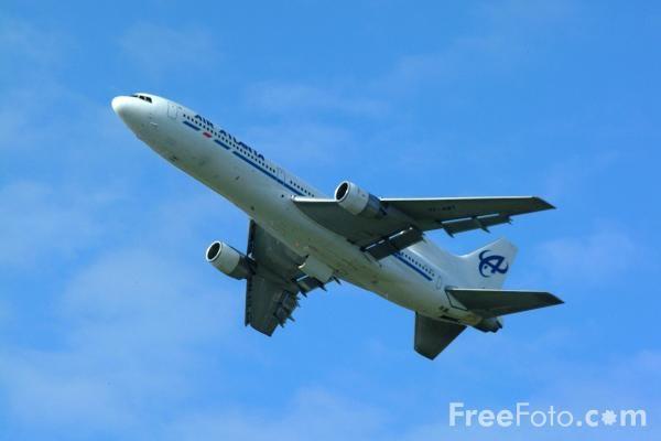 Foto Gambar Pesawat Terbang lagi take off 07